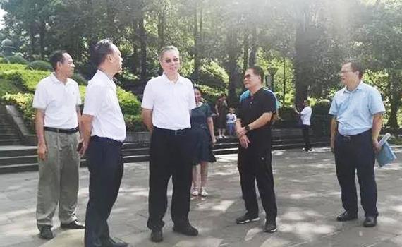朱华雄到市湖光岩风景区管理局调研有关工作
