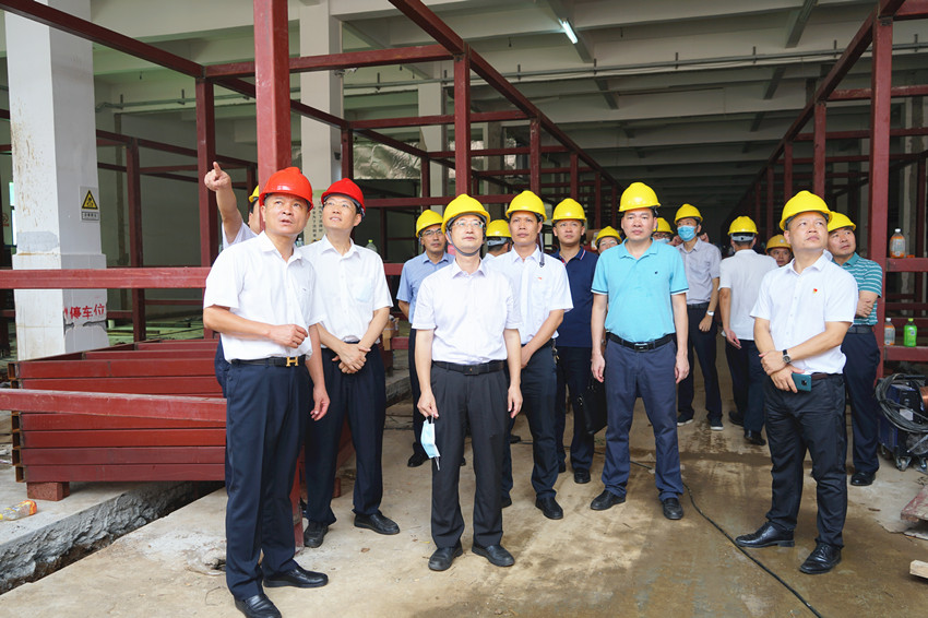 市人大代表、副市長黃明忠到遂溪嶺北鎮代表中心聯絡站接待群眾及調研園區建設發展情況
